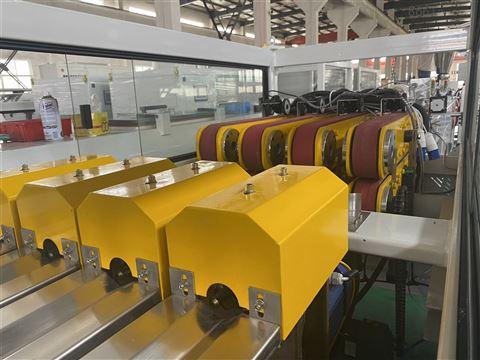 一出四塑料管材生产设备