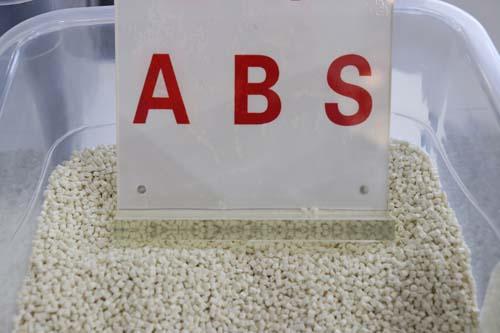 英力士苯领再生ABS材料,应用于途加全新旅行箱